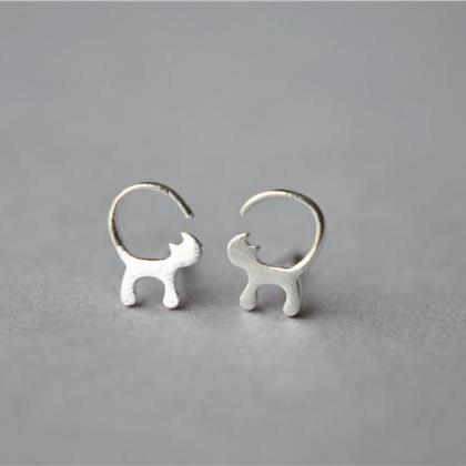 925 sterling silver cat stud earrings, simple dainty pair(D320)