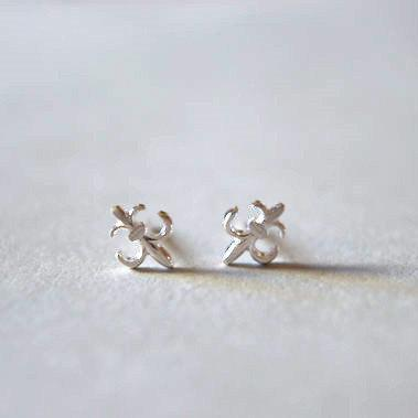 Stering silver stud earrings, fleur de lis, freedom and courage (D138)