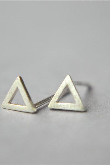 Tiny triangle sterling silver stud earring, small mini post minimalist triangle stud earrings (D266)