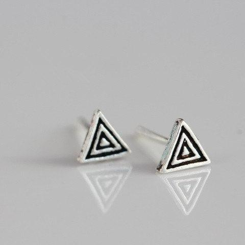Mini triangle stud earrings, small black studs with triangle swirl pattern, basic retro style(D63)